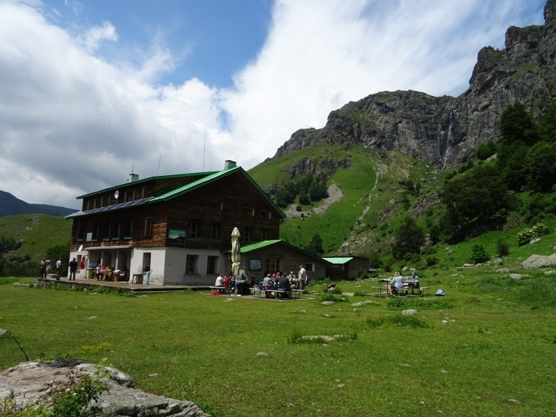 Ray chalet with Raisko praskalo waterfall - Photo: Central Balkan National Park and Biosphere Reserve