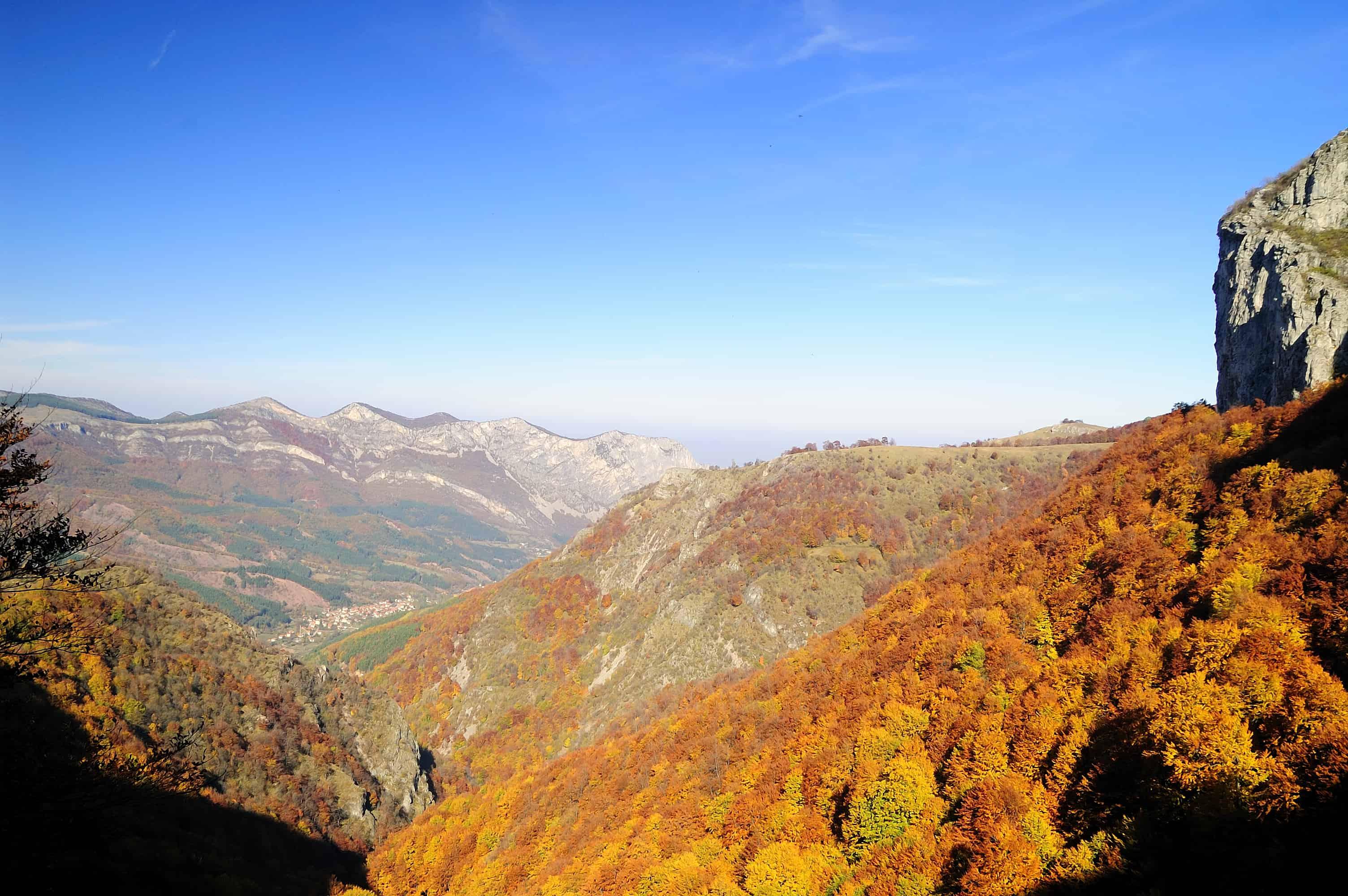 Blick auf das Dorf Zgorigrad - Foto: Naturpark Vachranski Balkan/Krasimir Lakovski