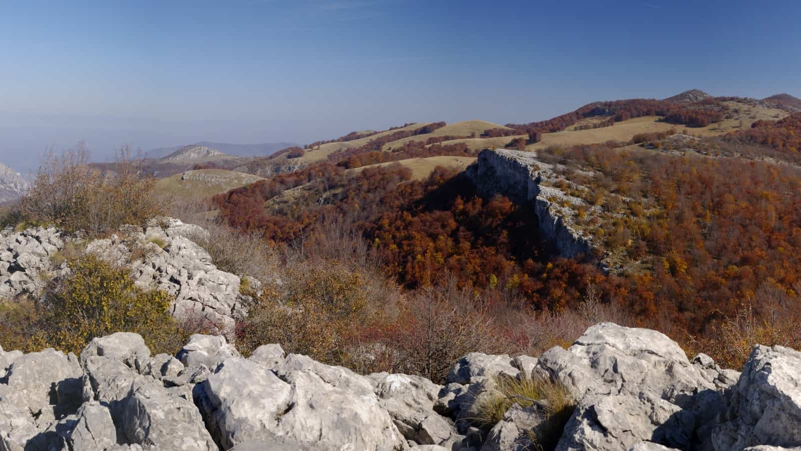 "The view at the route ""The secret routes of water - Karst"" - anorama view of Vrachanski Balkan Nature Park- photo: Vrachanski Balkan Nature Park/Krasimir Lakovski"