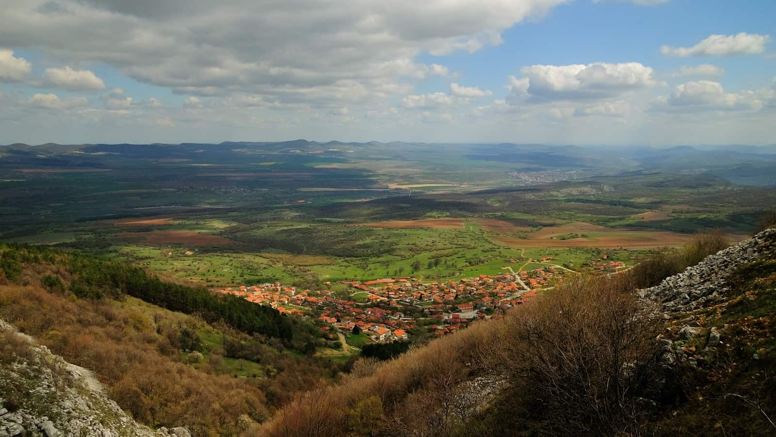 The village of Chelopek - photo: Vrachanski Balkan Nature Park