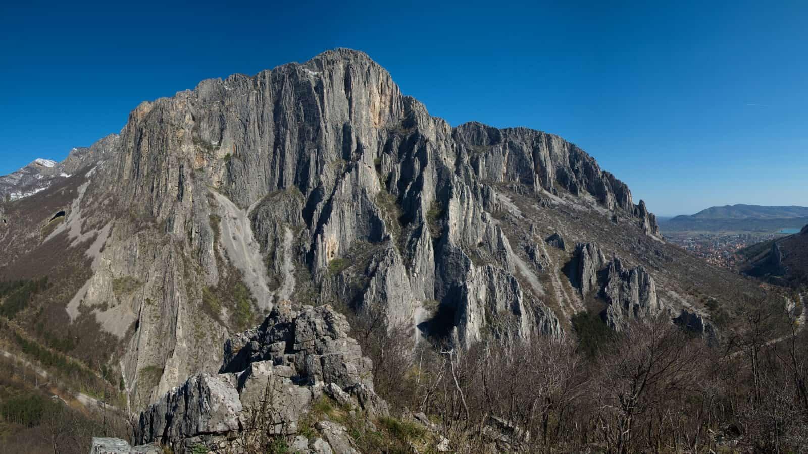 The climbing rocks at Vratsata gorge - Panorama view of Vrachanski Balkan Nature Park - photo: Vrachanski Balkan Nature Park/Krasimir Lakovski